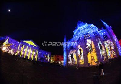 Proiezione di immagini sacre duomo e Teatro di Como