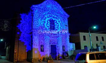 Proiezioni decorative per vestire in luce le facciate delle chiese