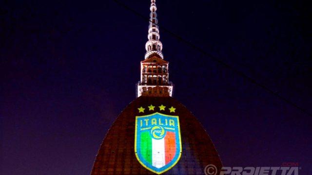 Proiezione del logo dello scudetto dell'Italia