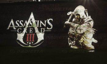 Lucca Comics proiezione dei loghi di Assassin's Creed