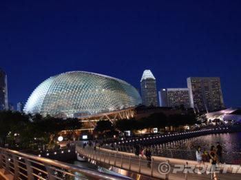 L'Esplanade di Singapore illuminata con i Proiettori PROIETTA Impressive 1200-2500