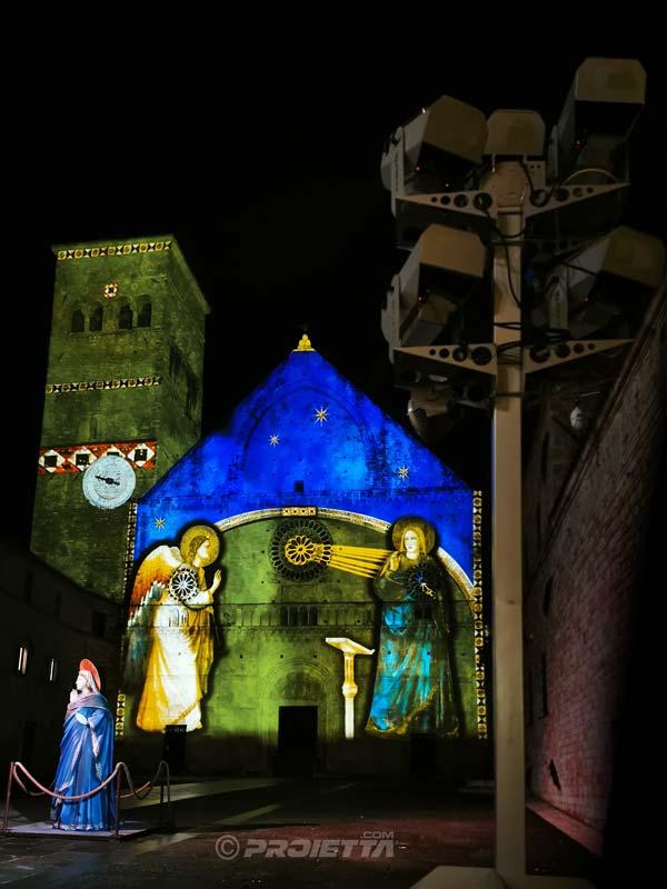 San Rufino - Assisi: proiezione dell'annunciazione di Giotto