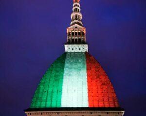 Proiezione sulla Mole di Torino della bandiera italiana